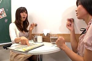【衝撃AV】壁!机!椅子!から飛び出る生チ○ポが人気の喫茶店!【PornHub/ThisAV】